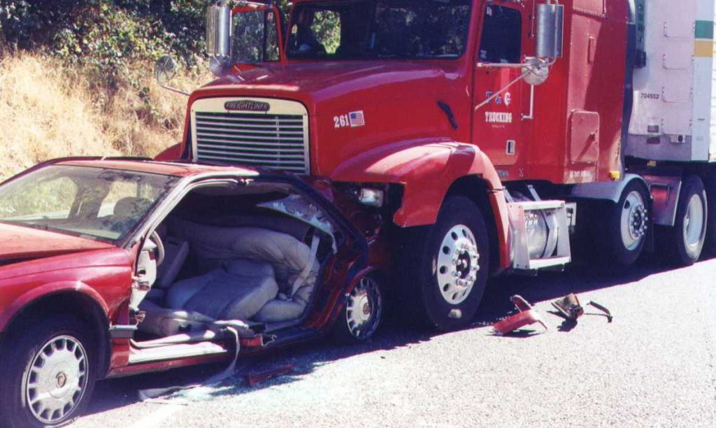 El Mejor Bufete Legal de Abogados de Accidentes de Semi Camión, Abogados Para Demandas de Accidentes de Camiones California California