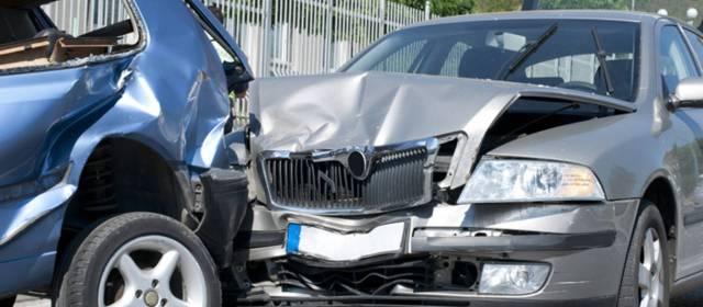 Consulta Gratuita en Español Cercas de Mí con Abogados de Accidentes y Choques de Autos y Carros en California California