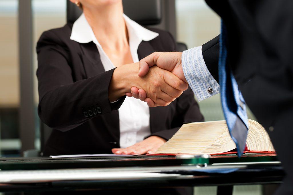La Mejor Firma Legal de Abogados en Español de Acuerdos en Casos de Compensación Laboral, Mayor Compensación de Pago Adelantado en California California